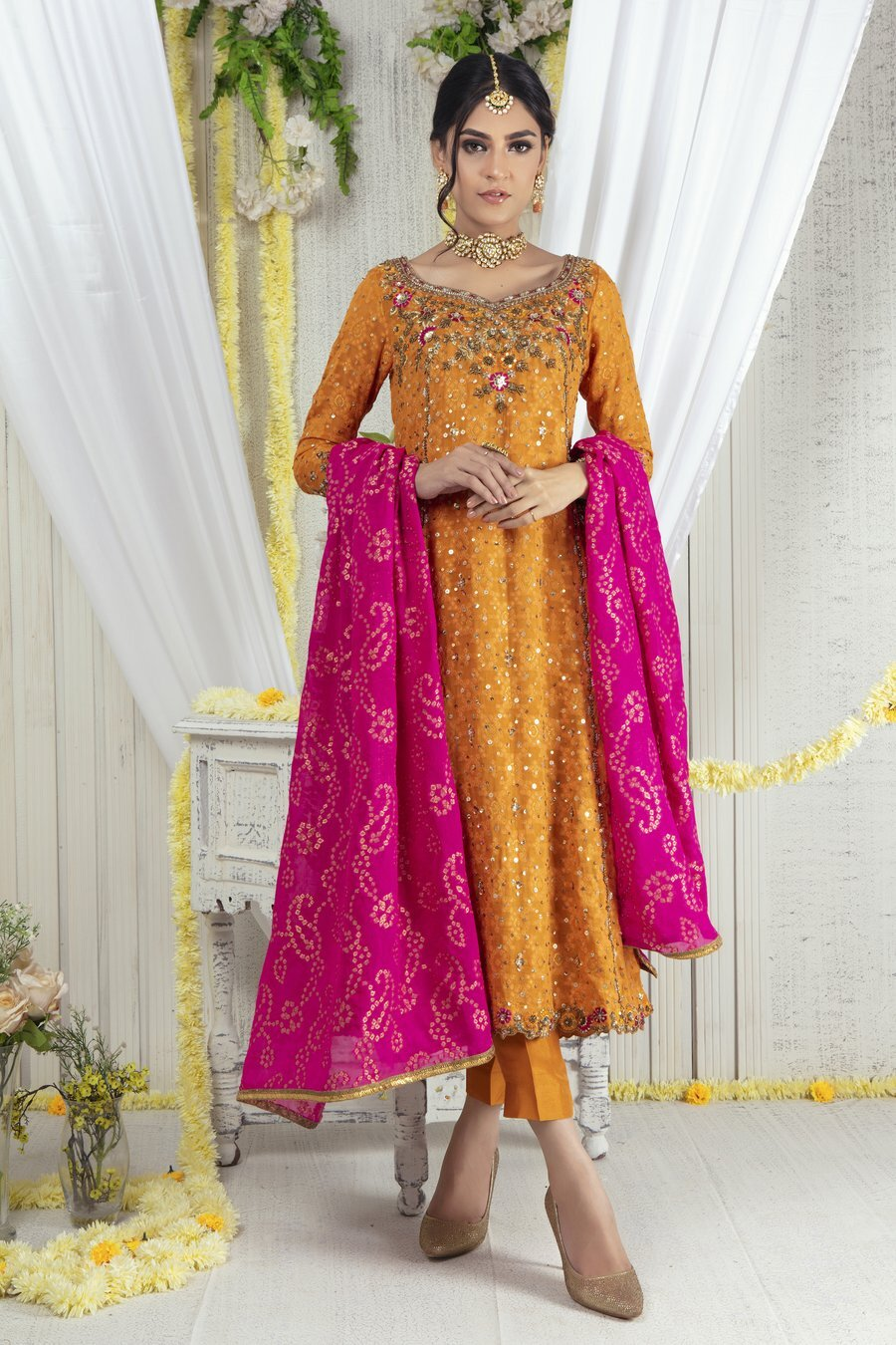 Mehndi outfit for girls