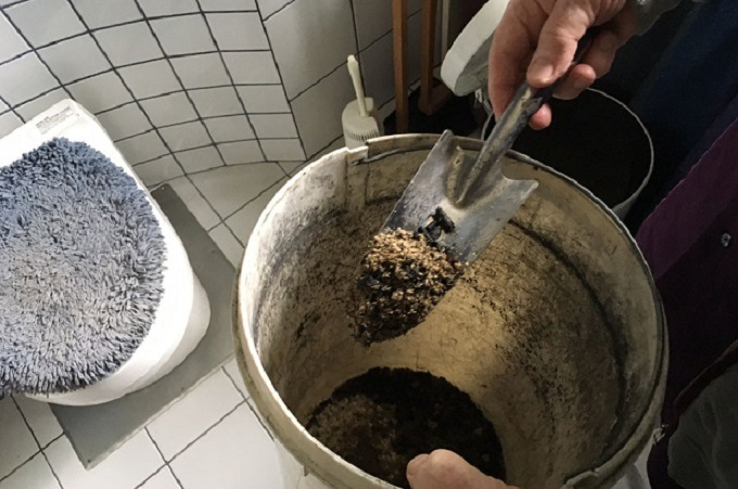 composting-toilets-cons