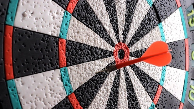 how-to-throw-darts-with-precision