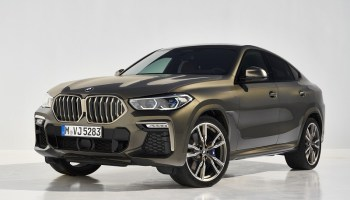 2022 BMW X6 front view