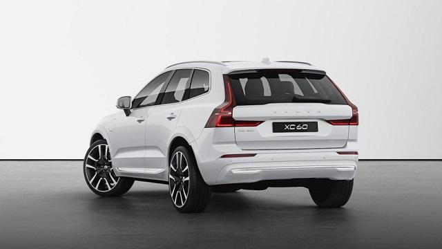 2022 Volvo XC60 rear view