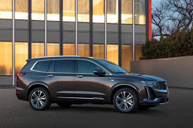 2022 Cadillac XT6 side view