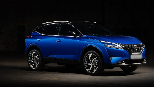 2022 Nissan Rogue side view