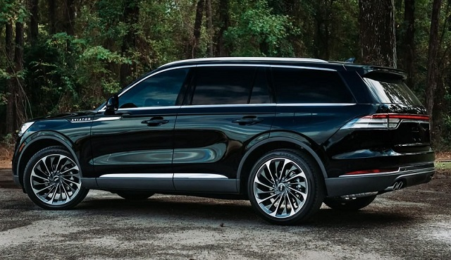2022 Lincoln Aviator side view
