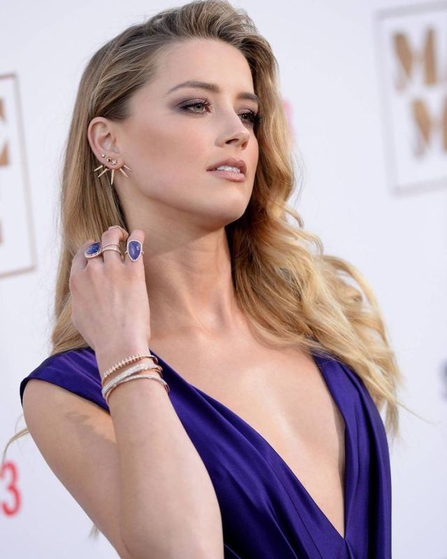 Amber Heard Cleavage