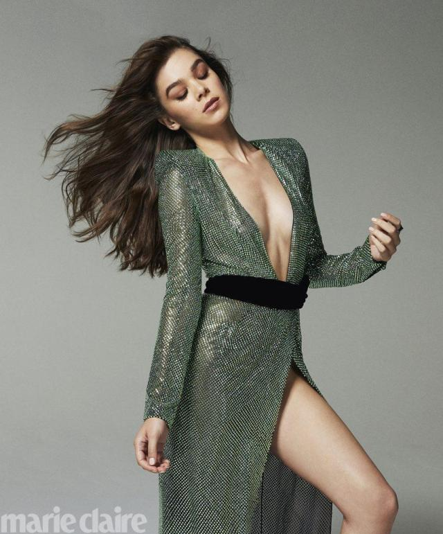 Hailee Steinfeld Sexy Outfit