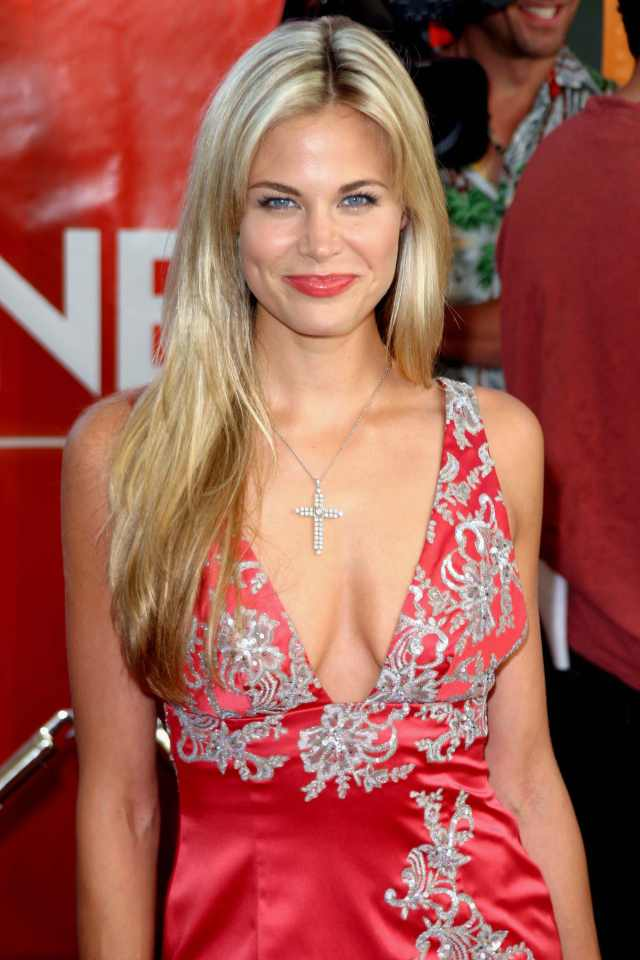 brooke burns cleavage