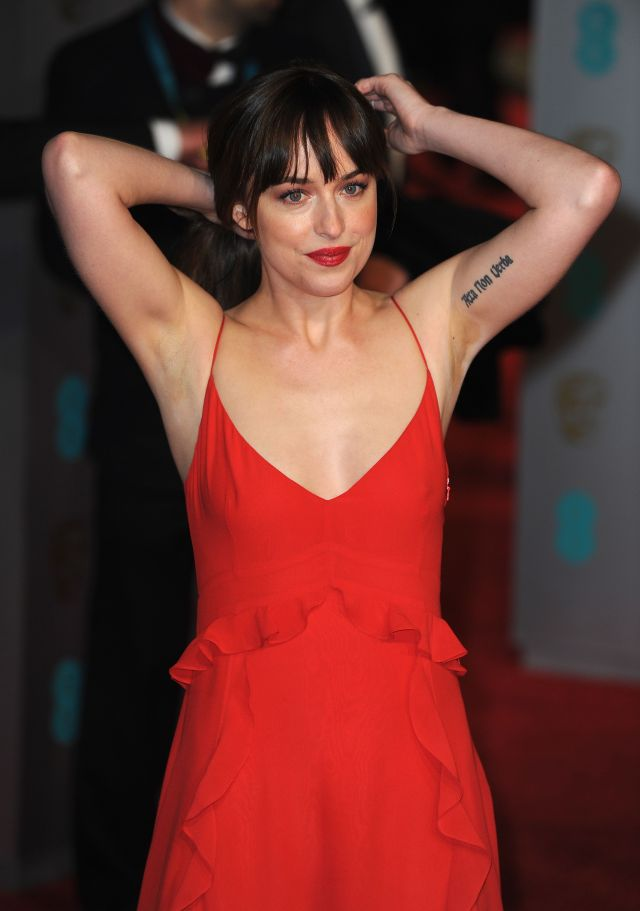 dakota johnson red dress