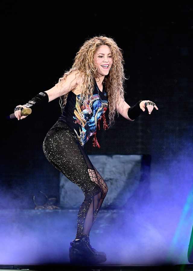 Shakira Performing Live On Stage In Paris