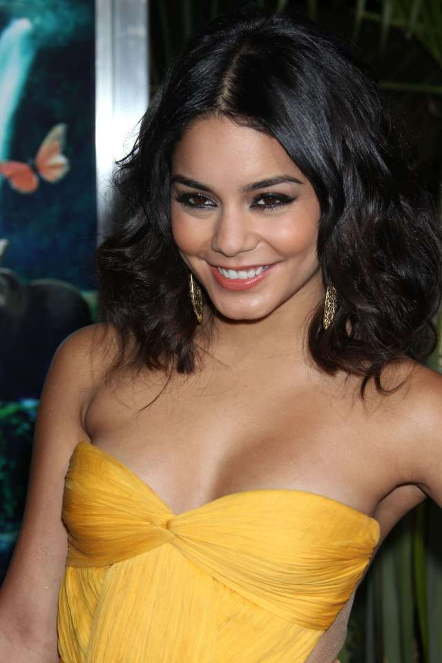 Vanessa Hudgens Cleavage at the Journey 2 Mysterious Island Premiere-05