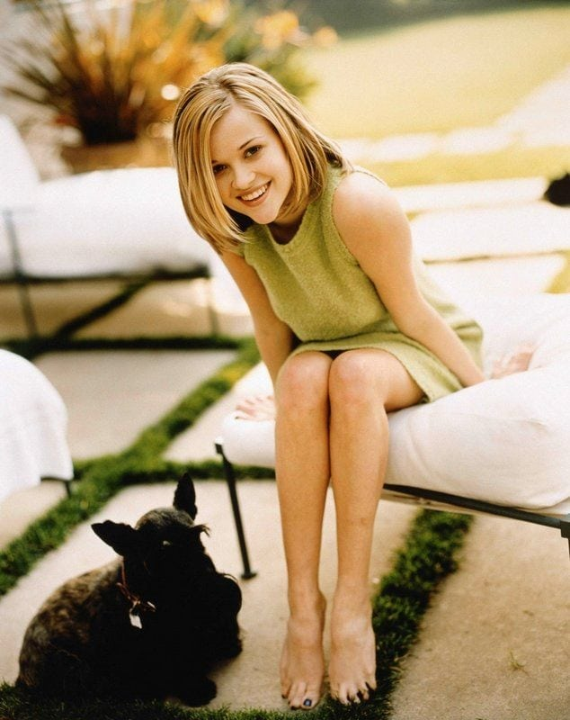 reese witherspoon legs