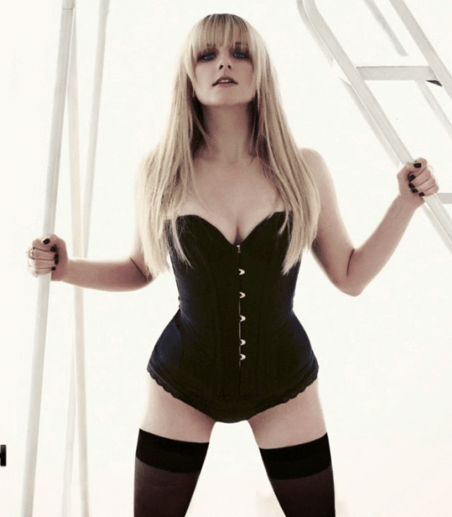 Melissa Rauch Sexy Pictures