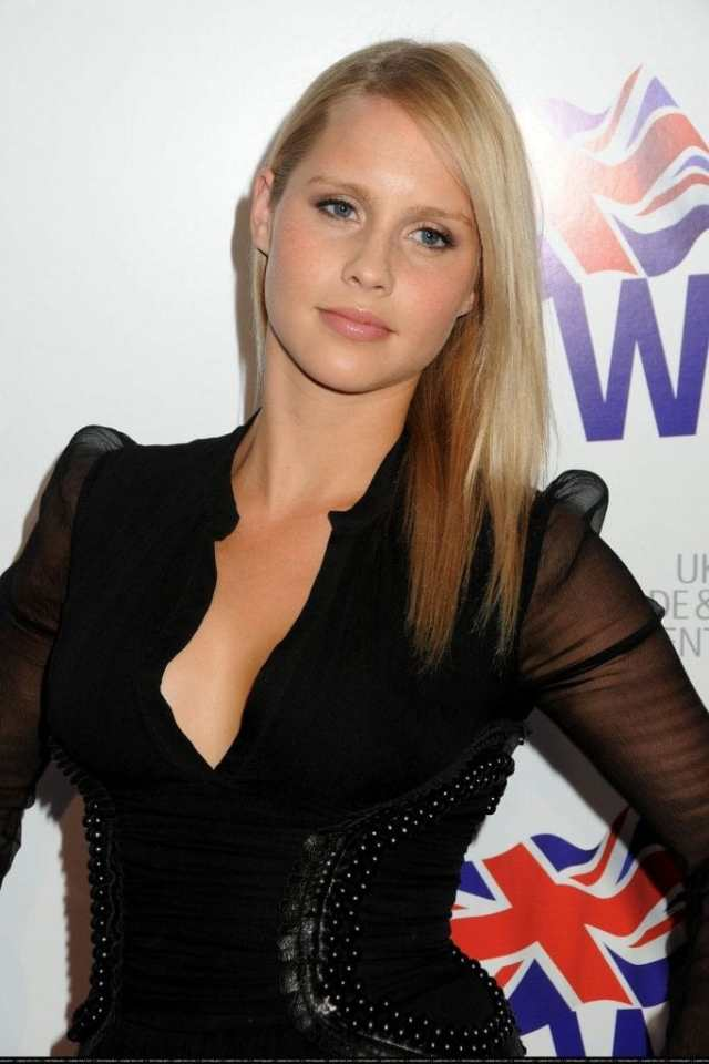 claire holt hot cleavage