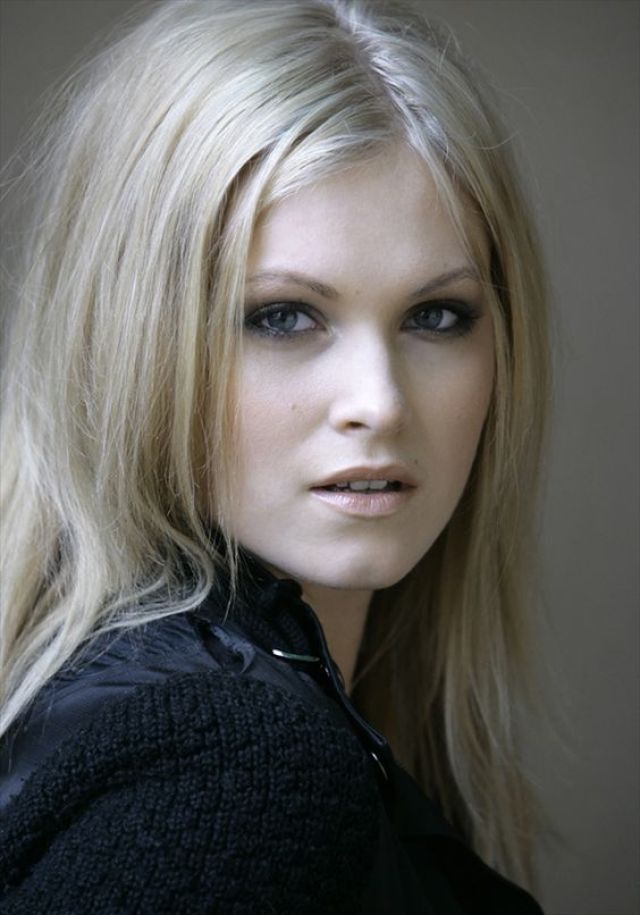 Eliza Taylor Beautifull