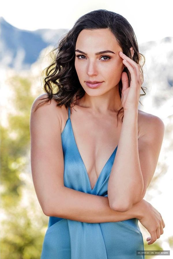 Gal-Gadot hot pictures