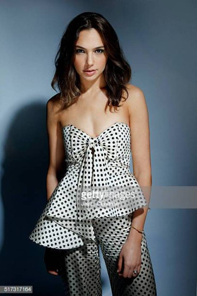 Gal Gadot sexy pictures