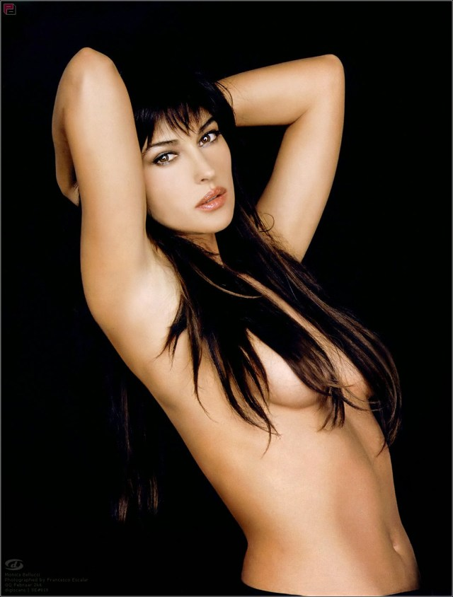Monica Bellucci naked sexy