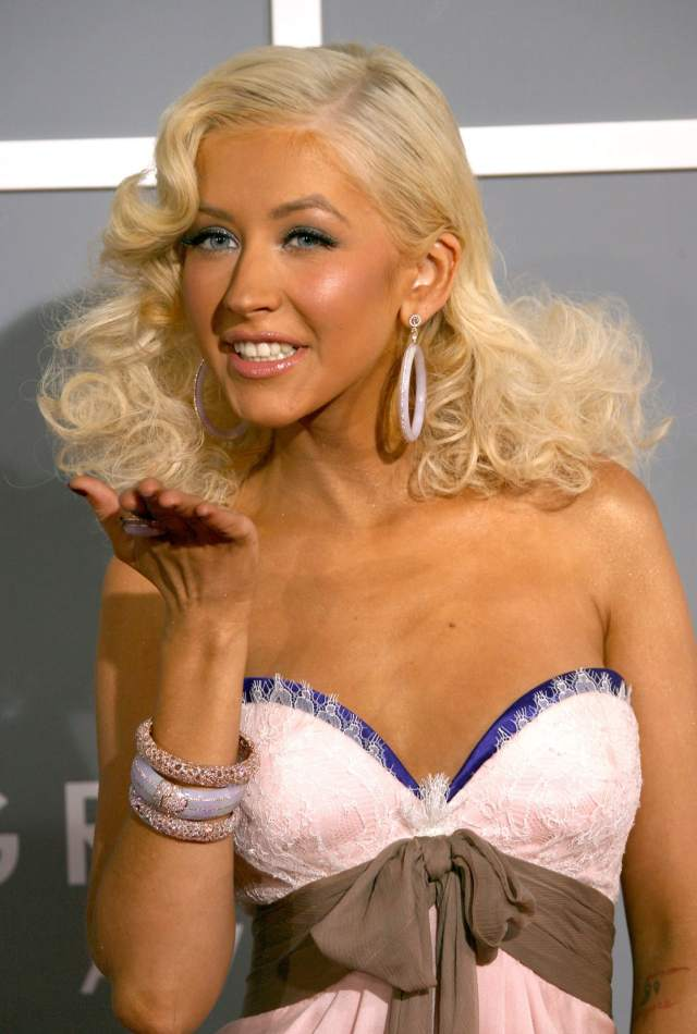 christina aguilera hot cleavage