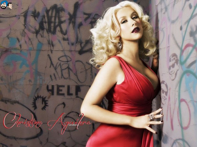 christina aguilera looking hot