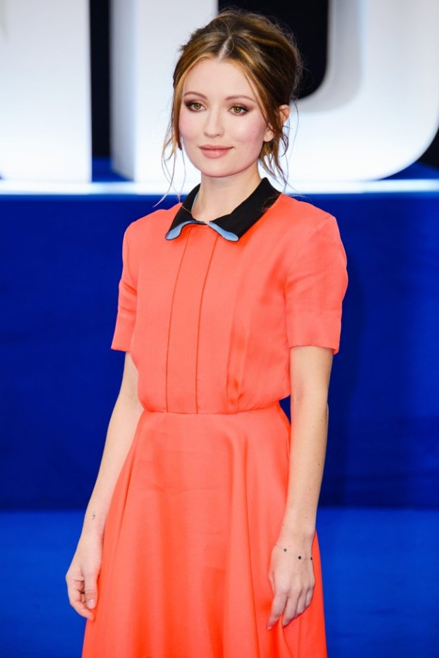 emily browning gorgeous look
