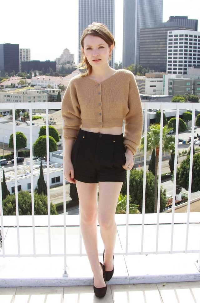 emily browning sexy feet