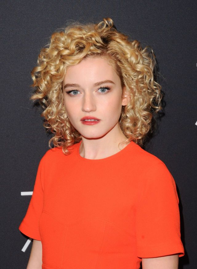 julia garner gorgeous