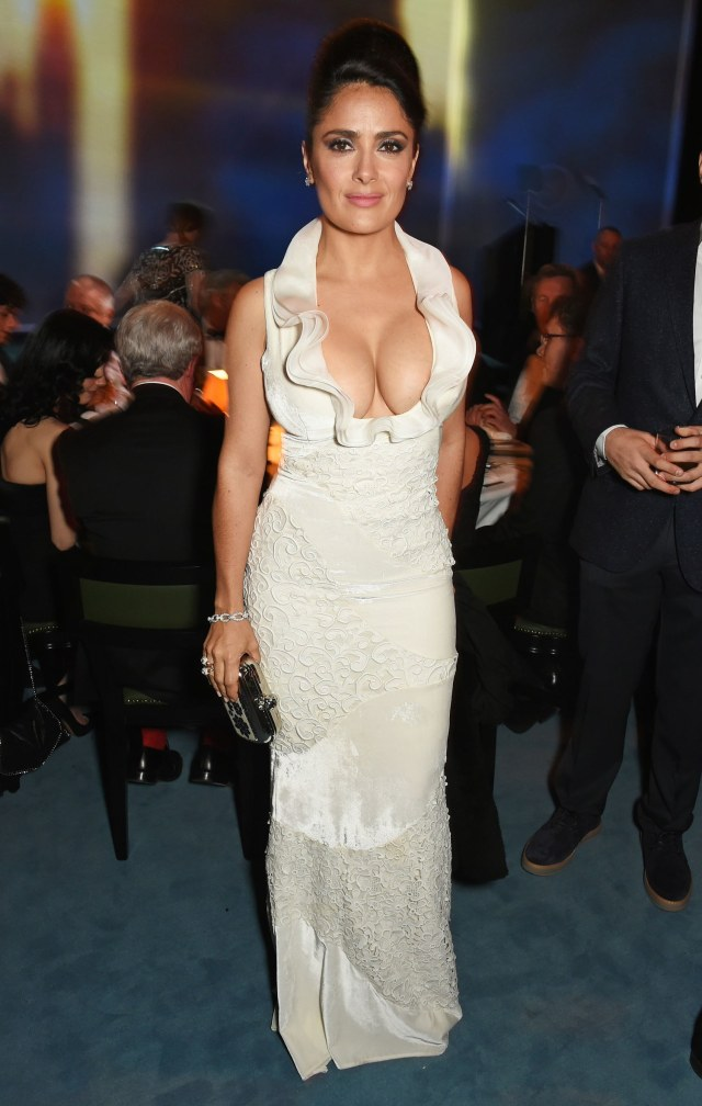 salma hayek hot cleavage pics