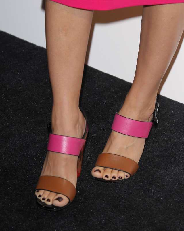 Alison Brie hot toe nails