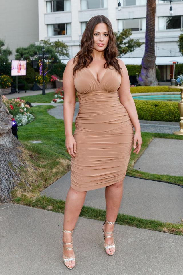 Ashley Graham very hot cleavage