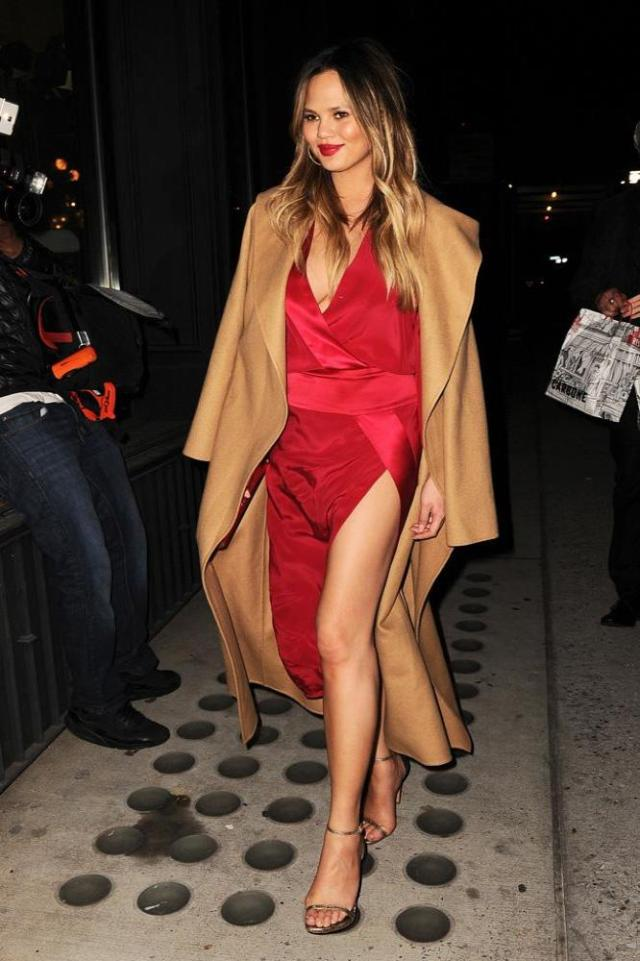 Chrissy Teigen leg awesome pictures