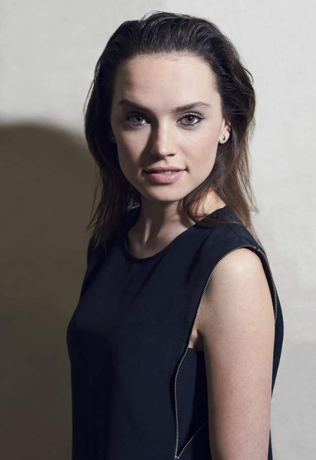 Daisy Ridley Hot in Black