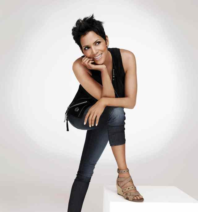 Halle Berry Sexy Toes (2)