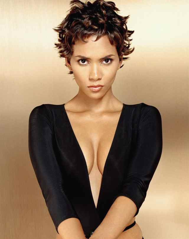 Halle Berry cleavages photos