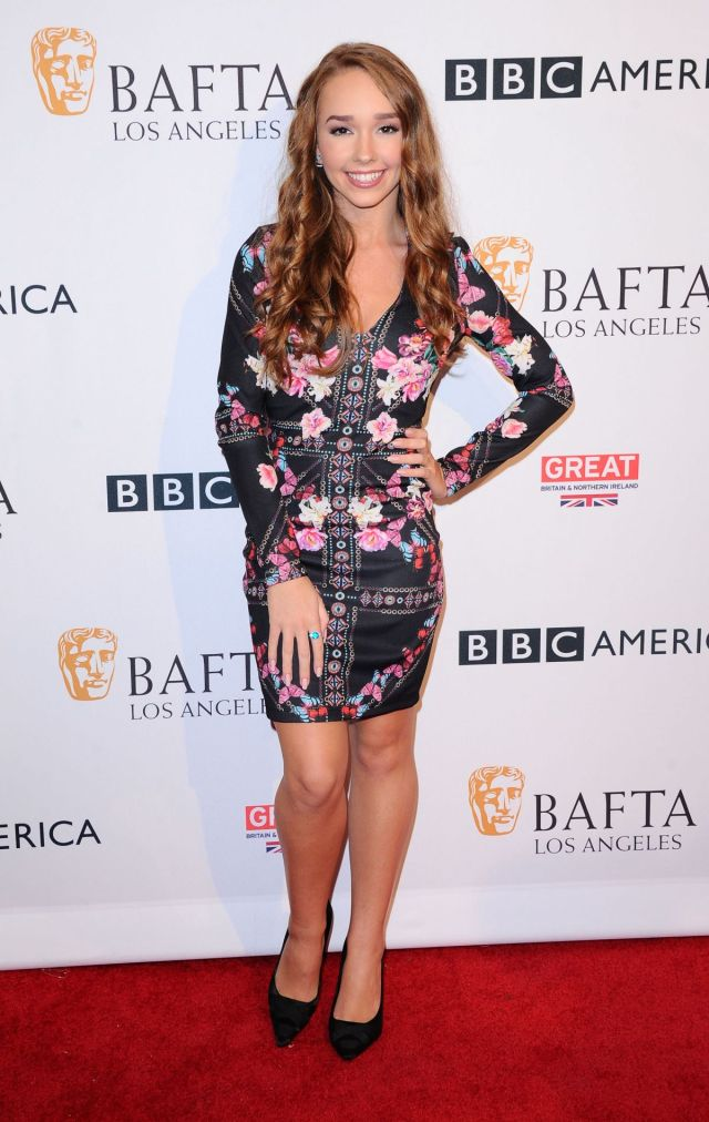 Holly Taylor hot pictures