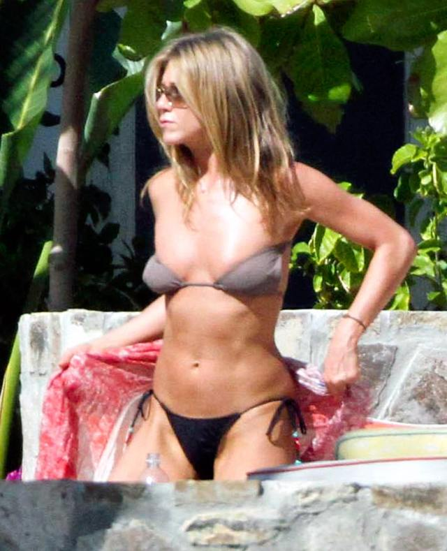 Jennifer Aniston Hot in Bikini
