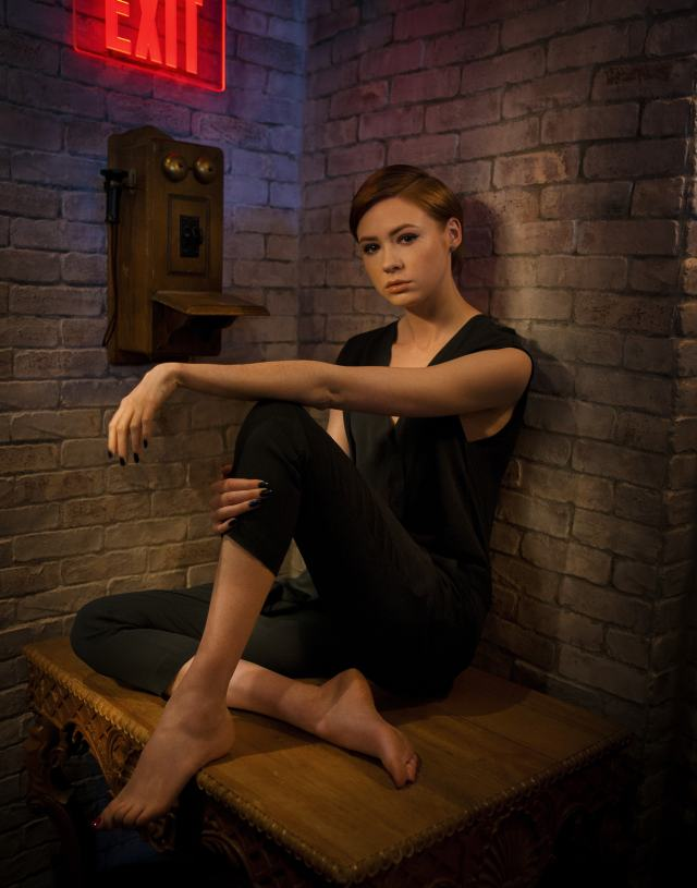 Karen-Gillan- hot toe nails pictures