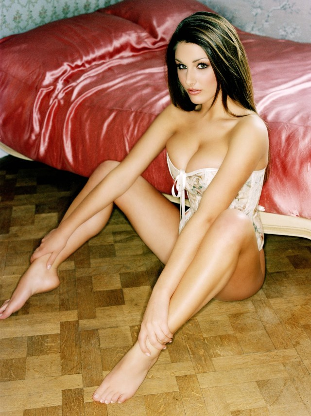 Lucy-Pinder-legs hot pictures