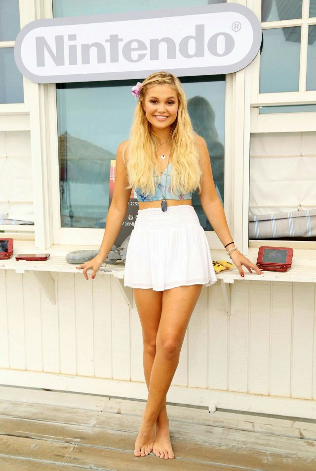 Olivia Holt sexy thighs