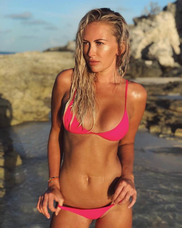 Paulina Gretzky sexy pictures