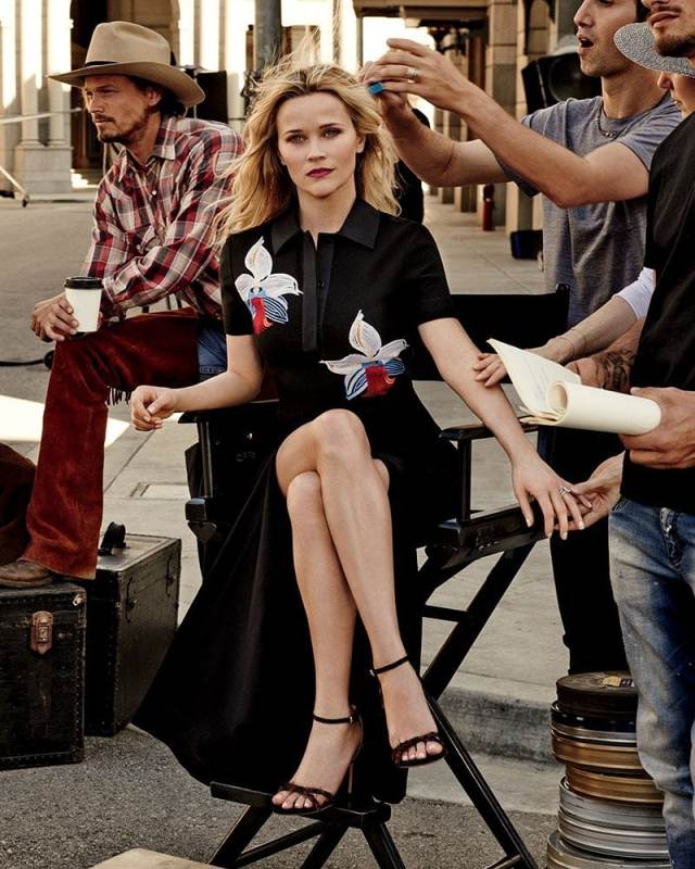 Reese Witherspoon feet awesome pics
