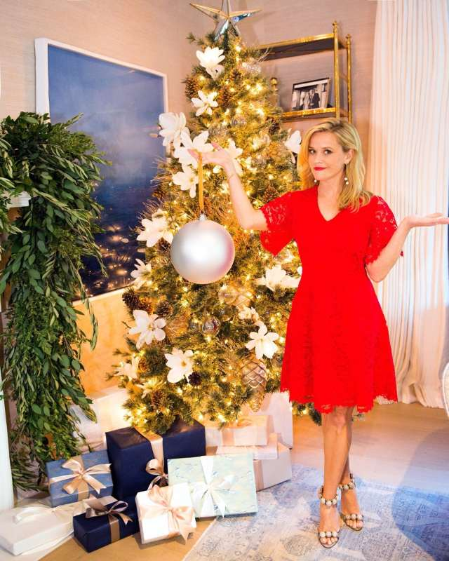 Reese Witherspoon feet beautiful photo