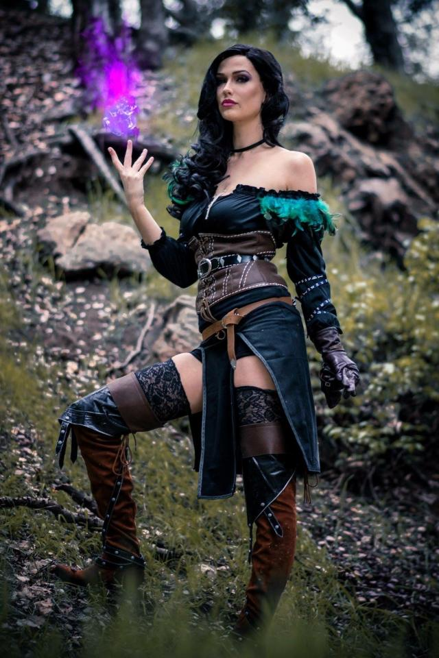 Yennefer Sexy on Cosplay