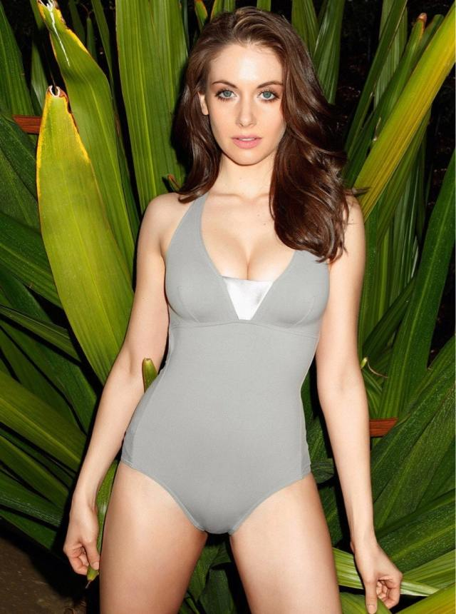 alison brie sexy thighs pictures