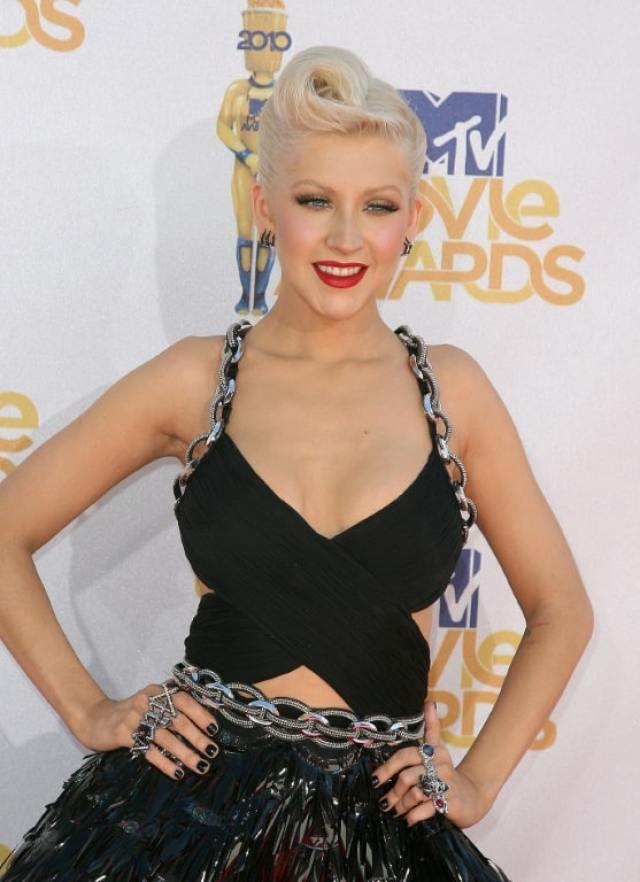 christina-aguilera-cleavage-pictures-