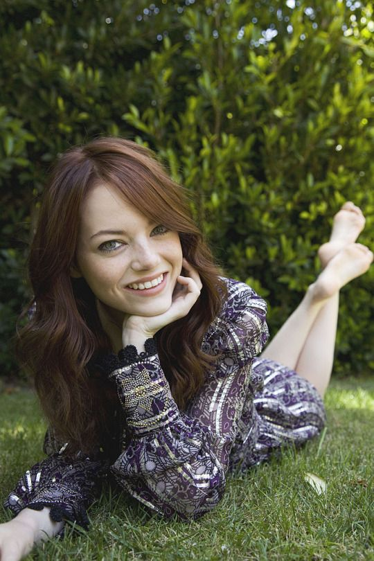 emma stone bare feet pictures