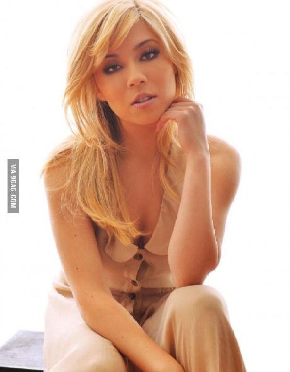 jennette mccurdy cleavages hot pic
