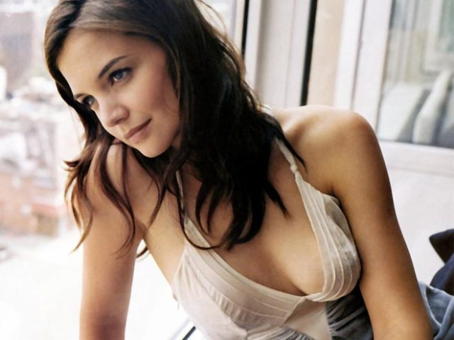 katie-holmes cleavages sxey pic