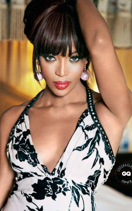 naomi campbell sexy cleavage