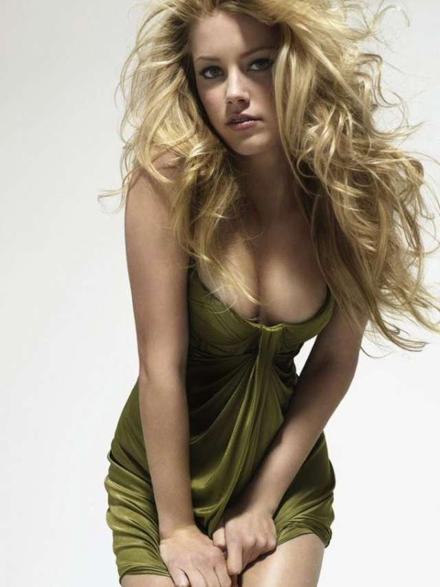 Amber Heard cleavages awesome pics (2)