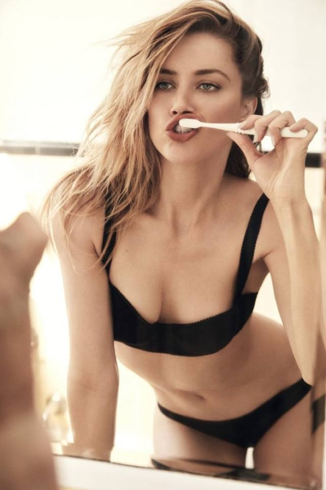 Amber Heard cleavages awesome picture